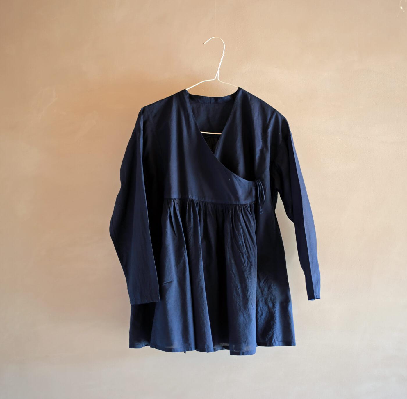 藍染めカシュクールシャツのアイキャッチ画像