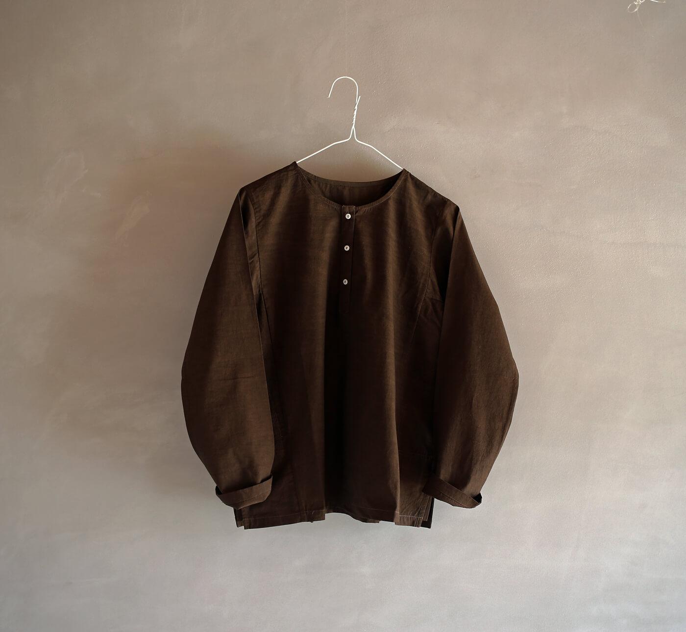 黒檀染めのクルタシャツのアイキャッチ画像